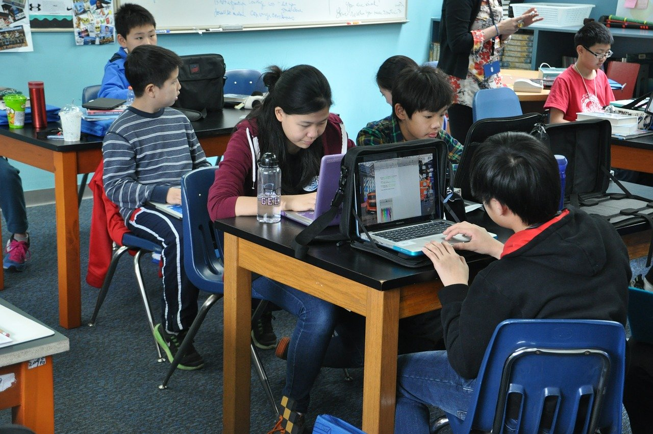 Collaborative learning of English for non-native speakers